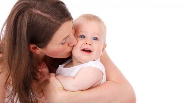 El apego del bebé a su cuidador y desarrollo de la personalidad