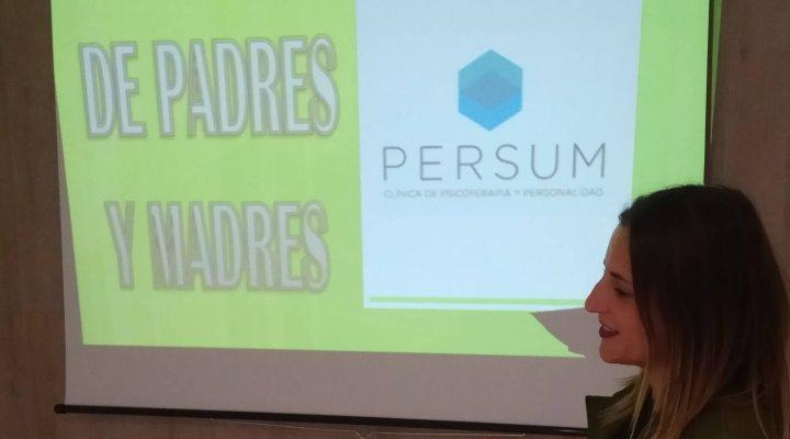 Escuela para padres y madres en la Clínica Persum de Oviedo